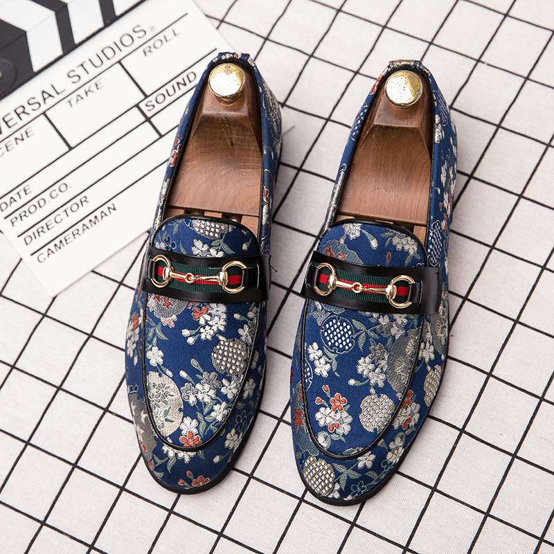 2019 New Brand Formal Shoes Men Leather Shoes Flower Embroidery Slip On Lazy Driving Shoe Office Loafers Mens Canvas Shoes 2
