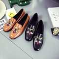 2017 Spring New Fashion Design Flats Embroider Insect Bee Shoes Square Toe Flat Heel Leather Flats Lady Retro All Match Loafers