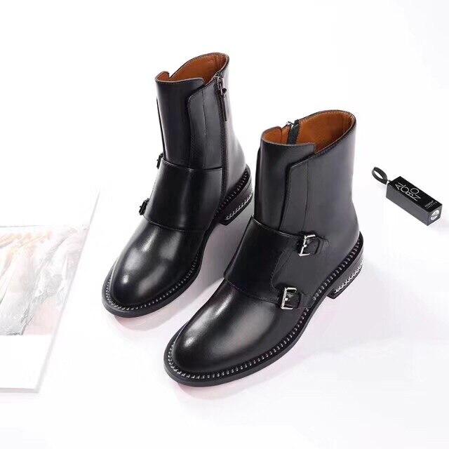 2018 女性の冬の新革黒ショートブーツチェーンベルトバックル丸頭騎士トレンド英国風の女性のブーツ  グループ上の 靴 からの ミッドカーフブーツ の中 1