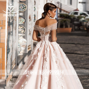 Image 4 - Swanskirt 3D Applicaties A lijn Trouwjurk 2020 Boho Boothals Tulle Hof Trein Bruidsjurk Plus Size Vestido De Noiva n111