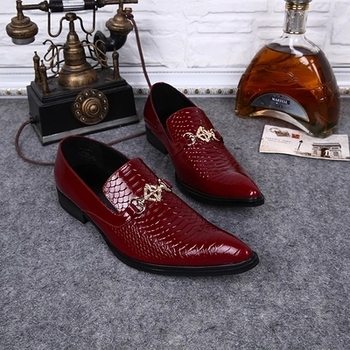 2018 red fish pattern leather pointed shoes a pedal fashion trend is installed Oxford shoes horse title daily men's shoes