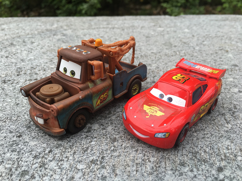 Disney Cars Lightning McQueen /& Mater With No Tires Diecast Vehicle Toys New