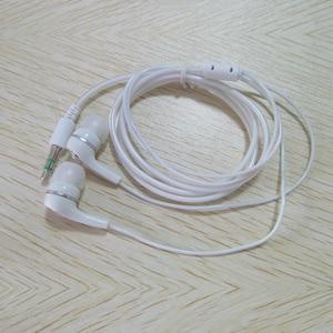 Image 5 - Sports de lecteur MP3 de Mini agrafe en métal décran daffichage à cristaux liquides avec la fente Micro de TF/SD avec lécouteur et le câble dusb lecteurs de musique MP3 portatifs