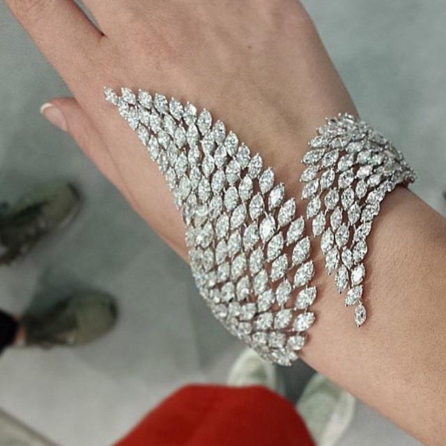 Acceptez le meilleur nouveau bracelet ouvert en forme d'ange en zircone cubique AAA. Beau cadeau de bijoux pour femmes