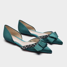 Flat single shoes female 2018 summer new beaded decorative shallow mouth flat heel pointed bow bow rhinestone girl single shoes.