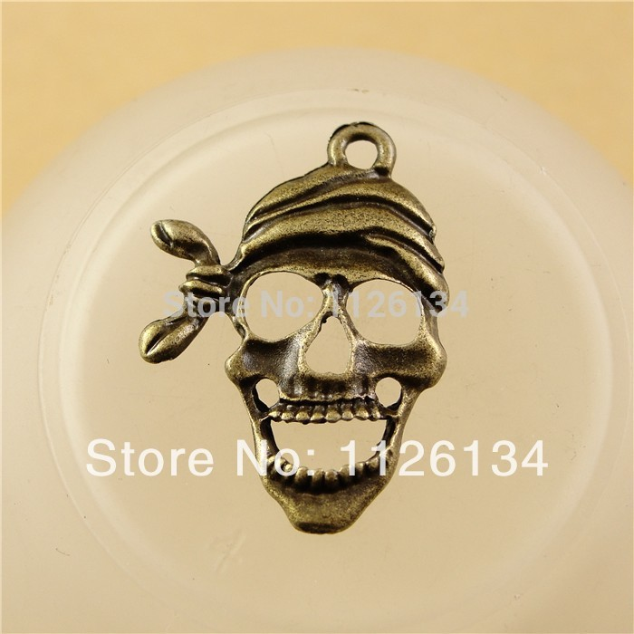 A1671 Vintage skull Jewelry Charm Pendants Fashion Watches Accessory