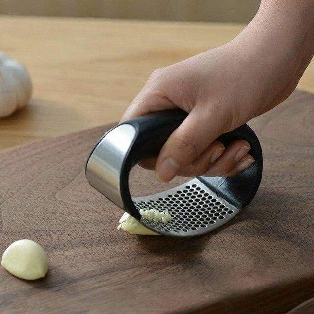 دليل هراسة الثوم الروك مع مقبض الفولاذ المقاوم للصدأ مطحنة ثوم عصارة Slicer المفرمة المروحية أداة المطبخ أداة