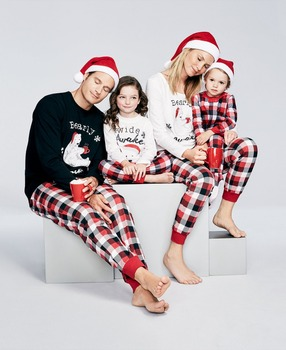 New 2017 Christmas Family Matching Outfits Pajamas Sleepwear Set Family Christmas Clothes Set for Dad Mom Kids Baby Clothing pajamas