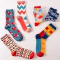 Parejas de invierno calcetines de las mujeres ocasionales caliente suave de navidad calcetines divertidos hombres impreso marca happy socks 2017 amantes de la historieta calcetines
