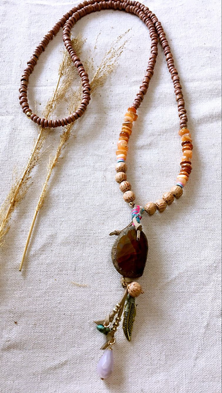 Dongmu jewellery original handmade fashion natural stone pendant ladies wooden bead necklace bohemian feather leaf necklace handmade luminous feather bead dreamcatcher decoration