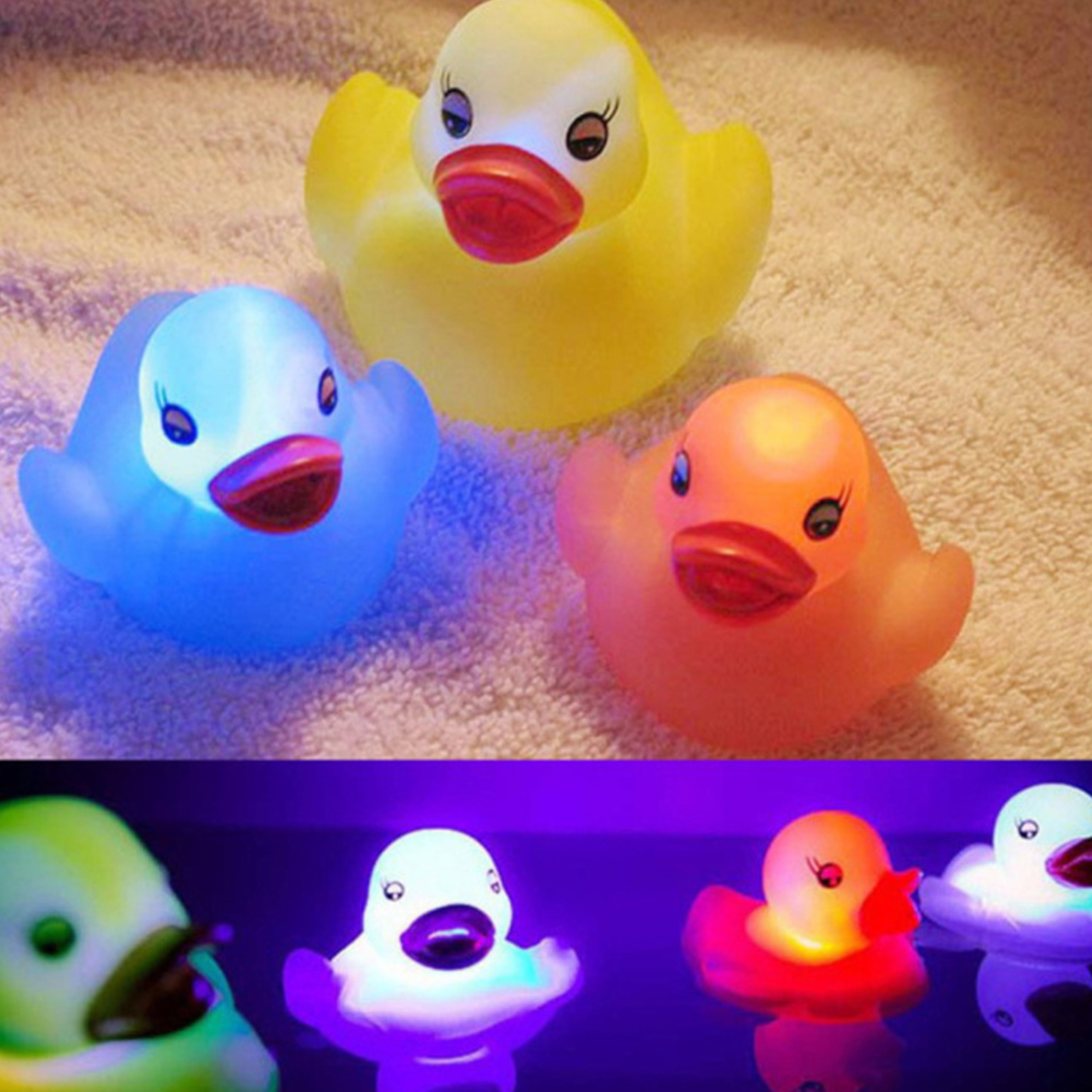 1X LED Color Changing Floating Duck Night Light Bathing Tub Shower Toy Kids Baby