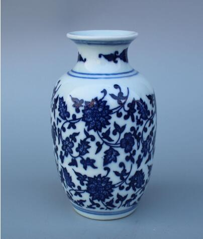 Chinese Blue and white porcelain Hand-painted flower Vase W Qianlong Mark