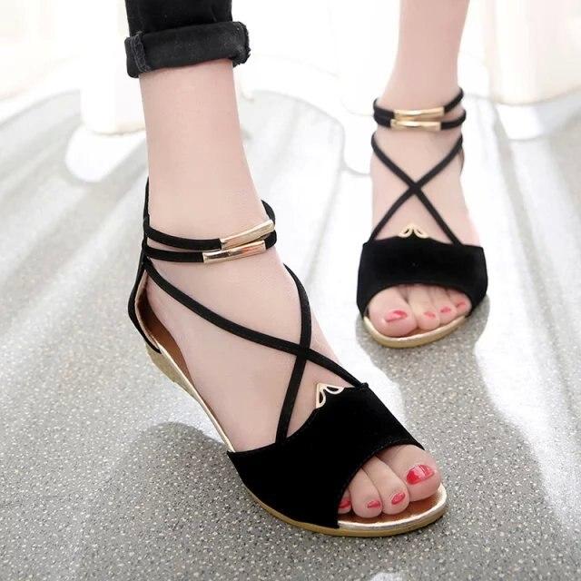 2016 новые летние женщины клин плоским peep toe сандалии matel назад молния крест ремни сладкий девочек дизайнер моды сандалии обувь
