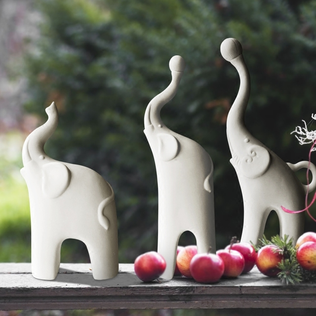 New simple ceramic elephant figurines animal family porcelain animal ornaments handicrafts miniatura for home wedding decoration
