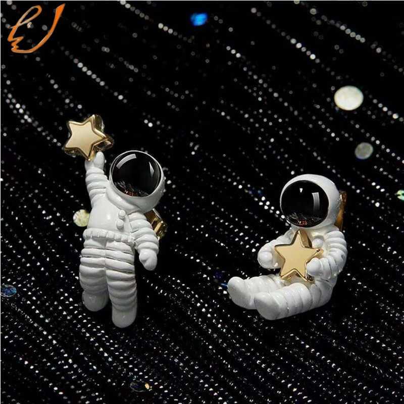 Creative น่ารักต่างหู Starry Sky Space Star ต่างหูนักบินอวกาศไม่สมมาตรต่างหูสตั๊ดขนาดเล็กสำหรับของขวัญผู้หญิงผู้หญิง