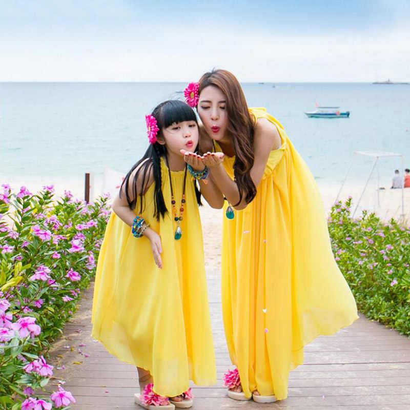 Vestidos madre hija con cinturón a juego 2019 verano gasa Maxi vestido mujeres niñas ropa de playa más tamaño vestido largo mirada familiar