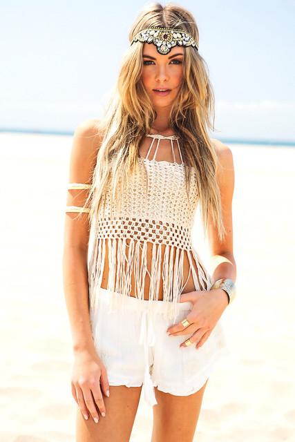 2016 Nova Verão mulheres Sexy Oco Out Tassel Halter Crochê Top Branco colheita Bandagem Backless Camis Beach Wear Hot Sale Qc17