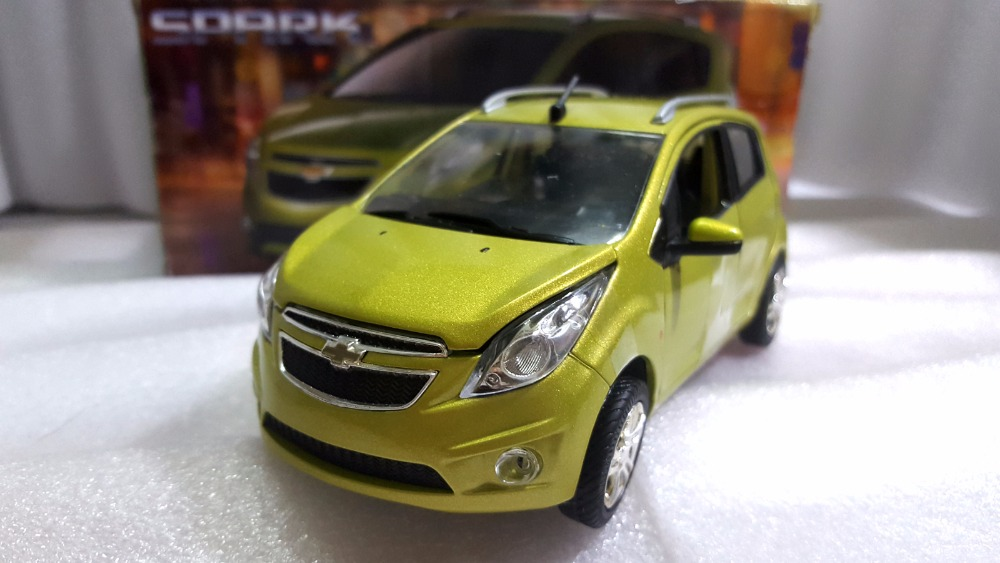 1:24 Diecast Model for Chevrolet Chevy Spark Green Minicar Alloy Toy Car Miniature Collection Gifts black diecast model car for 1 18 bmw 760li f02 luxury 7 series vehicle miniature toys alloy gifts collection minicar