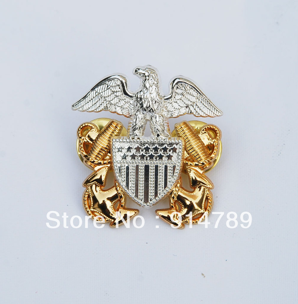 WWII US NAVY OFFICERS HAT METAL PIN BADGE -33057
