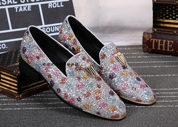 2018 Men Loafers Stone Studded Shoes Bling Bling Loafer Shoes Mens Smoking Slippers Leisure Flats Red Bottom Dress Shoes Flats