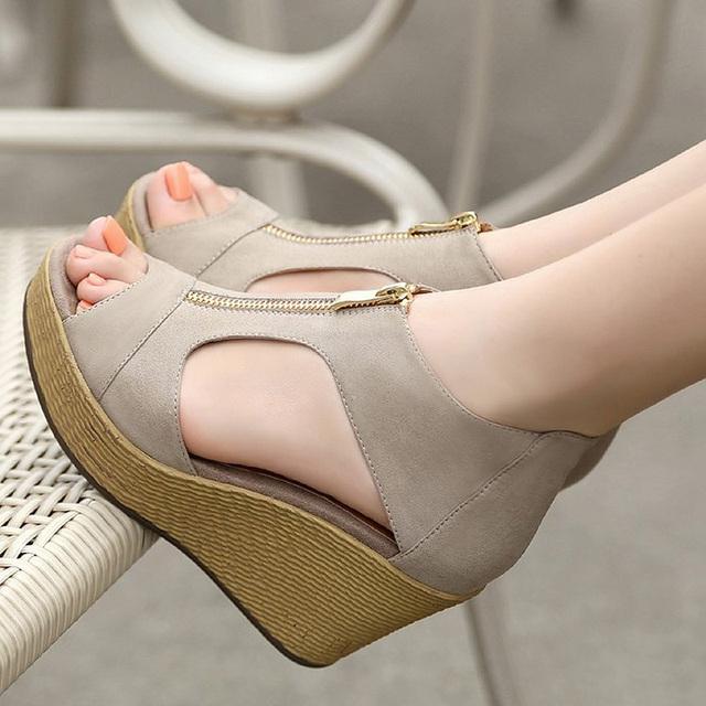 2017 Sandálias de Cunha Mulheres Verão Sapatos Casuais Sapatos de Plataforma Mulher Cunhas Do Vintage sapatos de Salto Alto Do Dedo Do Pé Aberto Zíperes Sandalias Zapatos Mujer