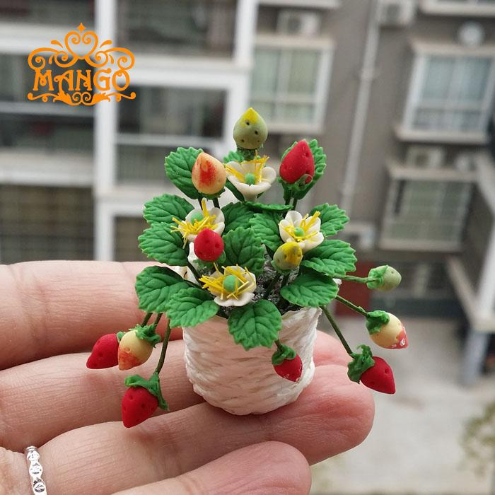 1/ 12 Dollhouse Miniature Potted Clay Fruit Basket Strawberry Plants