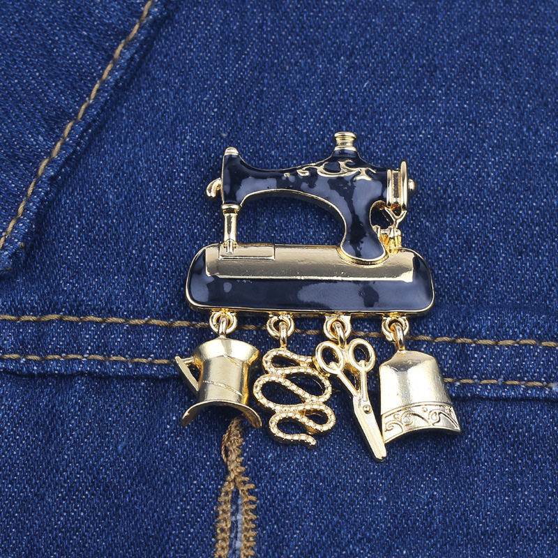 1 PC 3.8*4.8 Cm Vintage Metal Badge Sewing Machine Shape Enamel Button On Brooch Fashion Lapel Bag Jeans T-shirt DIY Decorations