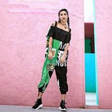 2018 nowy Off pasek na ramię kobiety kombinezony pajacyki Graffiti drukowane Hip Hop taniec spodnie spodnie luźne Cartoon pajacyki tanie tanio Poliester COTTON Pościel Patchwork syue moon Streetwear Kieszenie 310206 Suknem Kombinezony i Pajacyki hip hop style