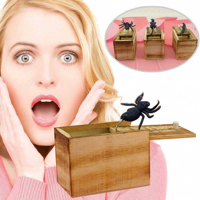 DROP Shipping Novelty Lucu Menakutkan Kotak Spider Prank Kotak Kayu Lelucon GAG Mainan Acak