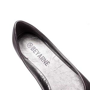 Image 4 - Plus Size 35 41 Fashion Flats for Women 2016 Pointed Toe Soft Outsole Flat Heel Shoes Single Street Fashion Flats Free Shipping