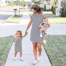 От 0 до 4 лет летние мать и дочка платья Семья одинаковые комплекты одежды для всей Для женщин и девочек короткий рукав пляжное платье с полосками vestidos meisjes kleding