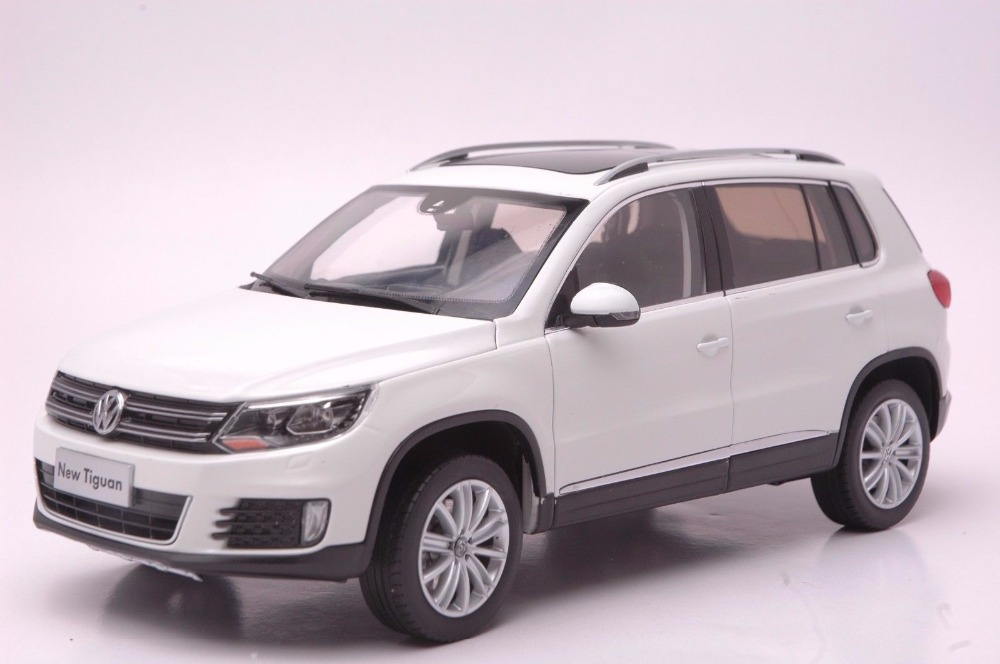 1:18 Diecast Model for Volkswagen VW Tiguan 2013 White SUV Alloy Toy Car Miniature Collection Gifts high simulation 1 18 advanced alloy car model volkswagen golf gti 1983 metal castings collection toy vehicles free shipping