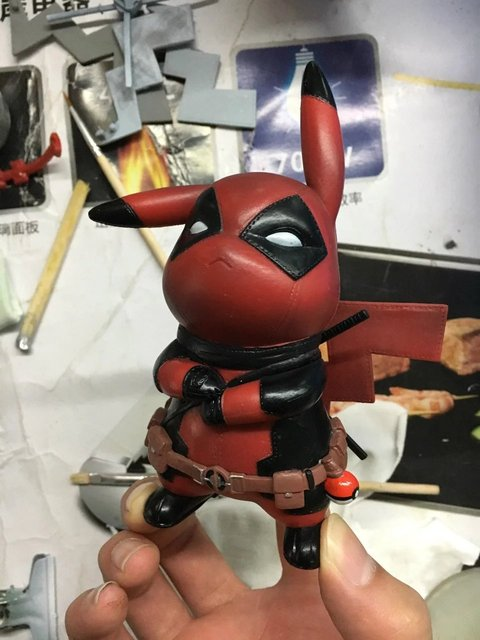 Pikachu Cosplay Deadpool