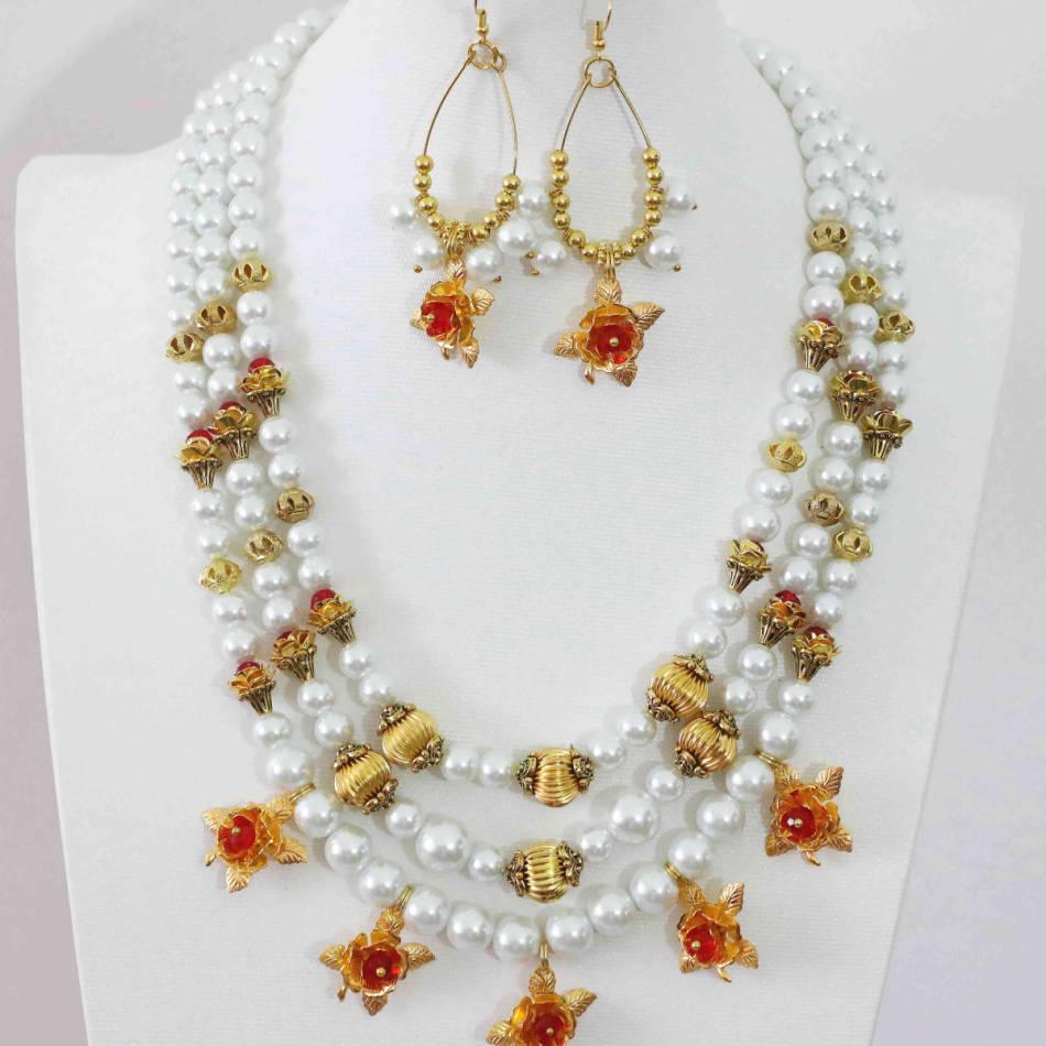 6e3be6a9de92 Nuevo blanco Shell simulado de perlas de oro de color flor accesorios 3  filas collar pendientes joyería Set 18 -21 B1006