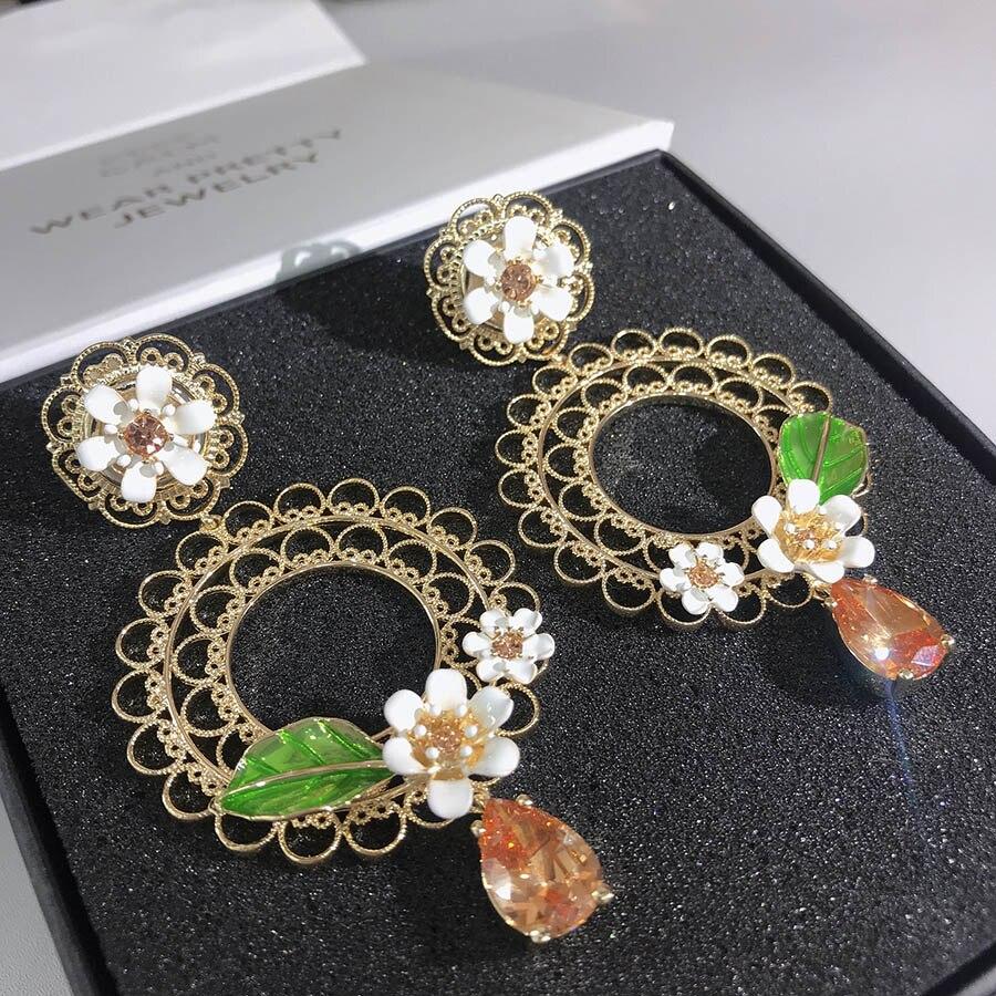 2019 Gorgeous Big Clip Earrings Fashion Brand Luxury Jewelry For Women Lace Enamel Flower Glittering Pear Stone Tassel Earrings2019 Gorgeous Big Clip Earrings Fashion Brand Luxury Jewelry For Women Lace Enamel Flower Glittering Pear Stone Tassel Earrings