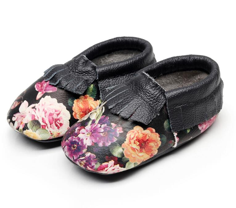 2018 New baby fringe baby moccasins Cow leather black flower baby girls shoes high quality soft sole first walker shoes