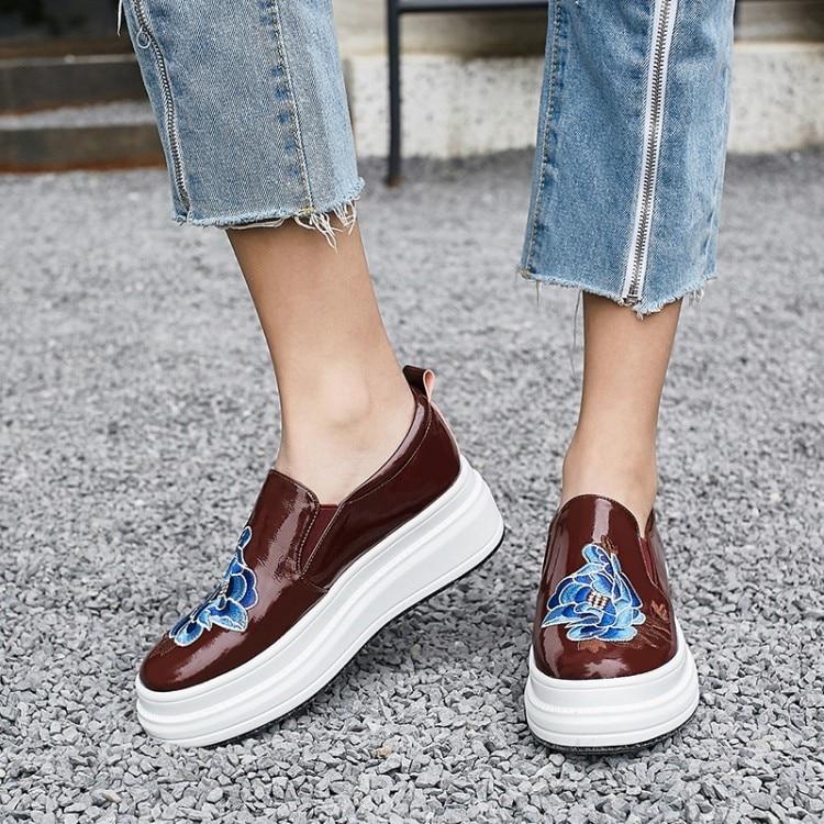 Marque Cuir Noires Femmes En Plat Mode Sneakers Chaussures vin Plate Slip Décontractées Designer Noir Mocassins Profonde Pour Véritable forme Peu Sur Rouge anaTvPw
