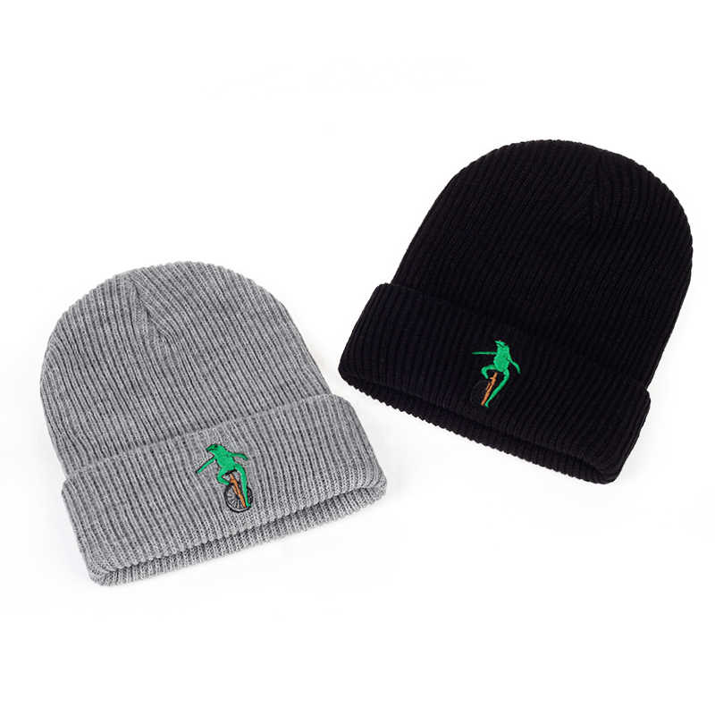 ... 2017 New Embroidery Wheelbarrow Frog Winter warm hat Curved Bill Green  Frog Pepe Fitted Hats men ... 98baece17b