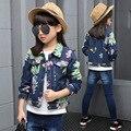2016 Весна осень модные классические детские классические джинсовые куртки девушки большой ребенок печати sun flower накладной карман куртки