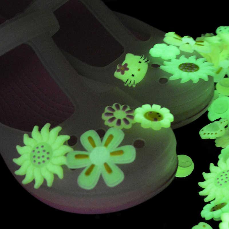4 pçs/lote encantos PVC sapatos botão de Luz no Escuro suave flor gatinho lindo acessório sapatos Croc JIBZ pequeno partido presente para os tipos