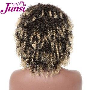 Image 4 - JUNSI Kısa Afro Kıvırcık Sentetik Peruk Kadınlar için Ombre Altın Doğal Peruk Patlama ile Cosplay Parti