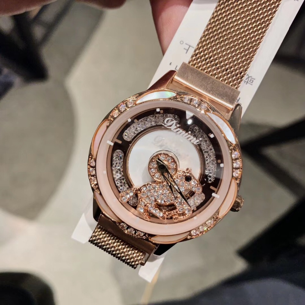 Original Designer femmes belle filature cheval montres en cours d'exécution cristal tourné bonne chance montre Ultra mince milanaise Bracelet montre