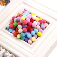 50 ADET 2 Stilleri Pompoms Yumuşak Pom Poms Toplar DIY Craft Ev Bahçe ve Düğün Dekorasyon & Dikiş Aksesuarları Araçları yaklaşık...