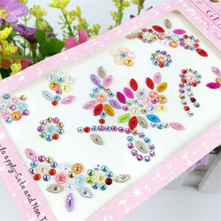 1 feuille DIY Mix Couleur Acrylique Flatback Perles Autocollant D'amour Motif Strass Autocollant pour Sacs Vêtement Téléphone Ongles Décoration