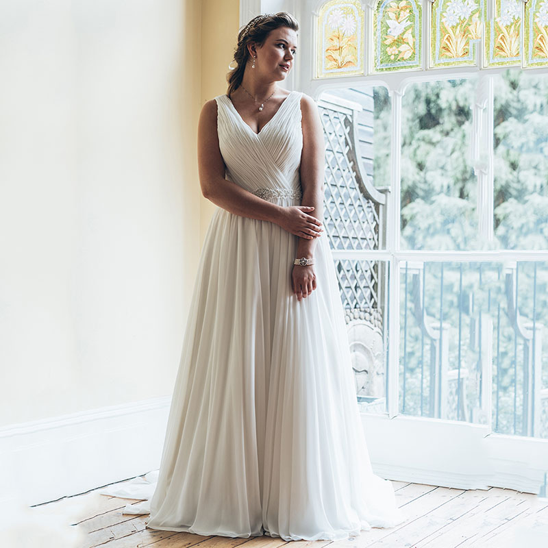 Eightree Over Size Beach Wedding Dress 2019 White Beading Sashes V neck Vestige De Noiva Chiffon Gown Bridal Dresses Sleeveless in Wedding Dresses from Weddings Events