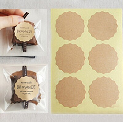 102pcs Flower Shaped Blank Kraft Paper Stickers Sealing Sricler Labels Gift Box DIY Craft Gift Wrapping Paper Labels 3.8cm