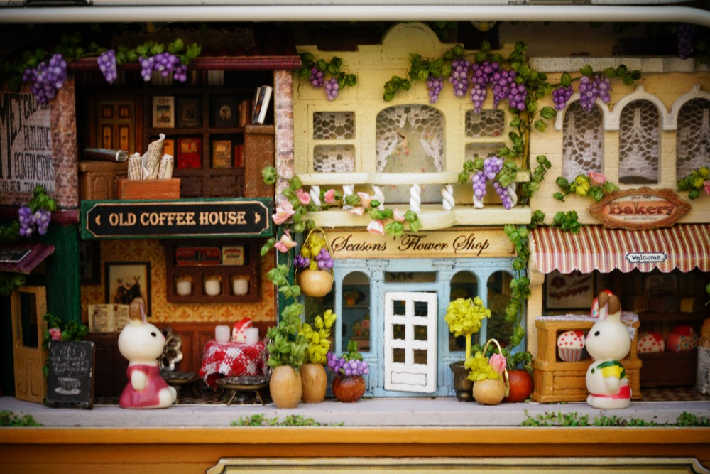 Casas de Boneca wooden puzzle dollhouse miniaturas furniture Roam Around in Winter : Yes