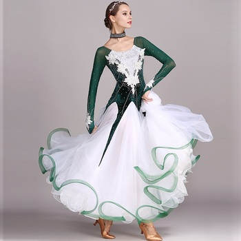 5af24c14b1a Salón de baile vestido de competencia estándar vestidos de danza moderna de  diamantes de imitación Verde Vals vestido luminoso trajes