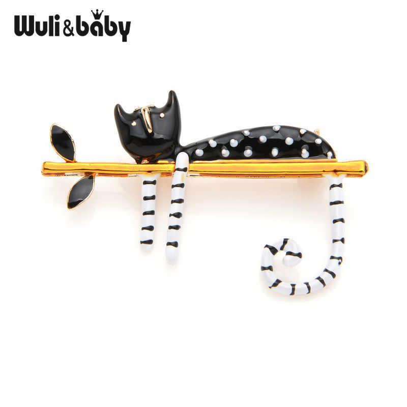 Wuli & תינוק עצלן חתול יושב על עץ אמייל סיכות לנשים וגברים זר פין 2019 חדש תכשיטים