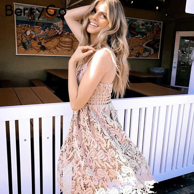 BerryGo V profond rembourré dos nu blanc dentelle robe Sexy évider robe de soirée vestido de festa doublé robe d'été femmes robe d'été